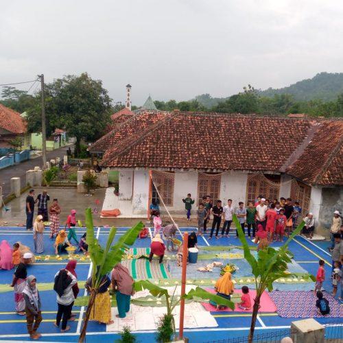 Antusias Warga Dusun Pabuaran Desa Galaherang Gotong Royong Bangun Lapangan Olahraga