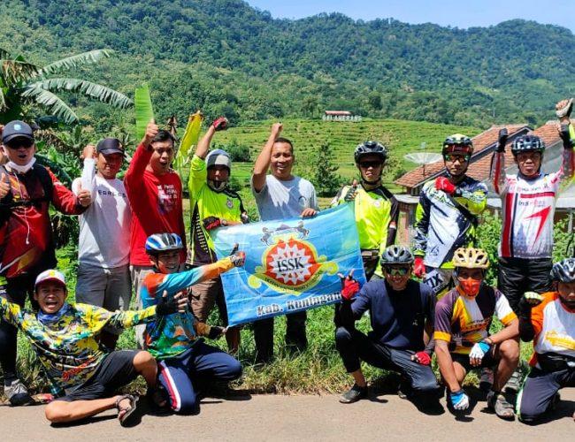 Ikatan Sepeda Sehat Kuningan Gelar Gowes Bareng Eksplor Desa Galaherang Kec. Maleber